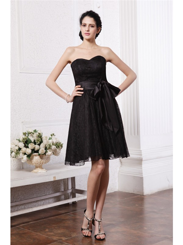 A-Line/Princess Sash/Ribbon/Belt Sweetheart Knee-Length Sleeveless Lace Bridesmaid Dresses