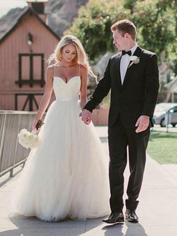 Ball Gown Sleeveless Sweetheart Sweep/Brush Train Tulle Wedding Dresses