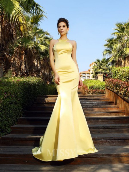 Trumpet/Mermaid Scoop Satin Court Train Dress With Lace