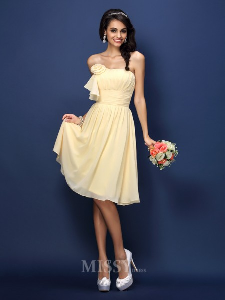 A-Line/Princess Strapless Knee-Length Chiffon Bridesmaid Dress With Sash Pleats