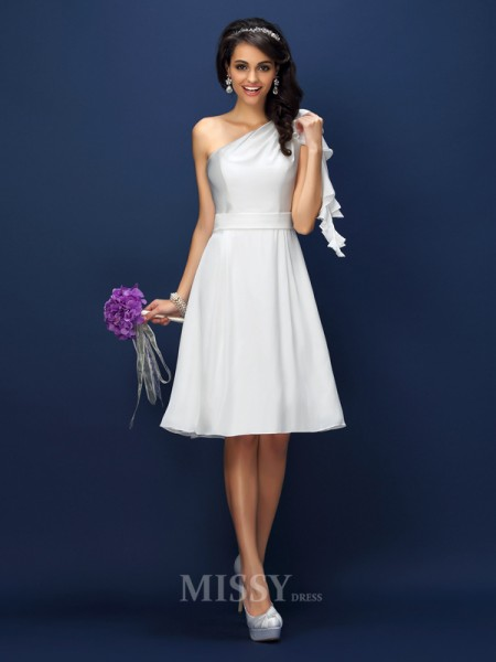 A-Line/Princess One-Shoulder Knee-Length Chiffon Bridesmaid Dress With Applique