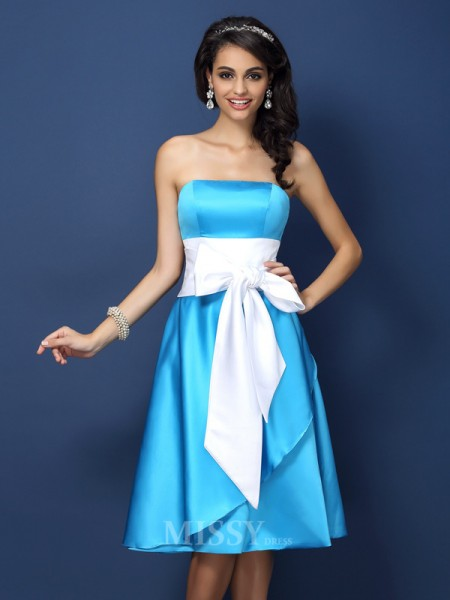 Sheath/Column Strapless Bowknot Knee-Length Satin Bridesmaid Dress With Ruched
