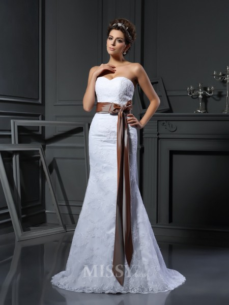 Sheath/Column Sweetheart Net Court Train Wedding Dress With Beading Applique