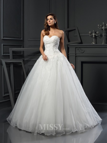 Ball Gown Sweetheart Court Train Tulle Wedding Dress With Applique Beading