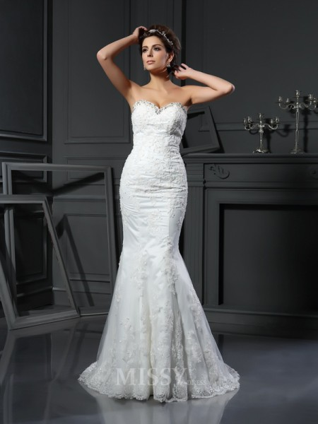 Sheath/Column Sweetheart Net Court Train Wedding Dress With Beading