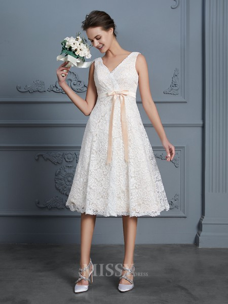 A-Line/Princess V-neck Lace Sleeveless Bowknot Knee-Length Wedding Dress