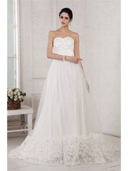 A-Line/Princess Beading Applique Sweetheart Chapel Train Sleeveless Net Wedding Dresses