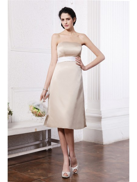 A-Line/Princess Sash/Ribbon/Belt Strapless Knee-Length Sleeveless Satin Bridesmaid Dresses