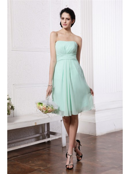 Sheath/Column Pleats Strapless Knee-Length Sleeveless Chiffon Bridesmaid Dresses