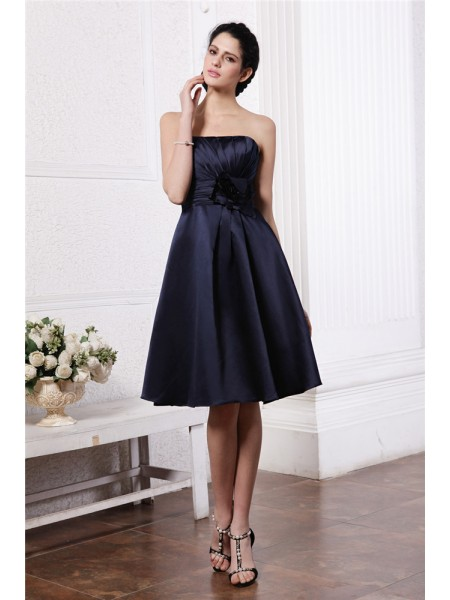 A-Line/Princess Pleats Hand-Made Flower Strapless Knee-Length Sleeveless Elastic Woven Satin Bridesmaid Dresses