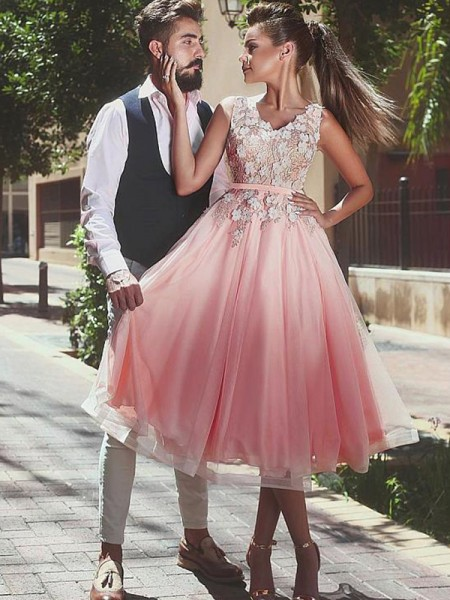 A-Line/Princess Tulle Lace Short/Mini Sleeveless V-neck Dresses