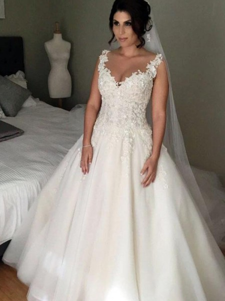 Ball Gown V-neck Applique Sleeveless Court Train Lace Tulle Wedding Dresses
