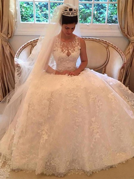 A-Line/Princess Lace Scoop Sleeveless Court Train Applique Wedding Dresses