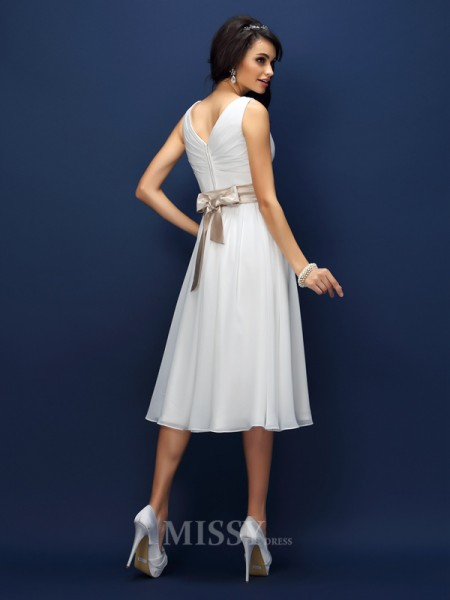 A-Line/Princess V-neck Knee-Length Chiffon Bridesmaid Dress With Applique Pleats