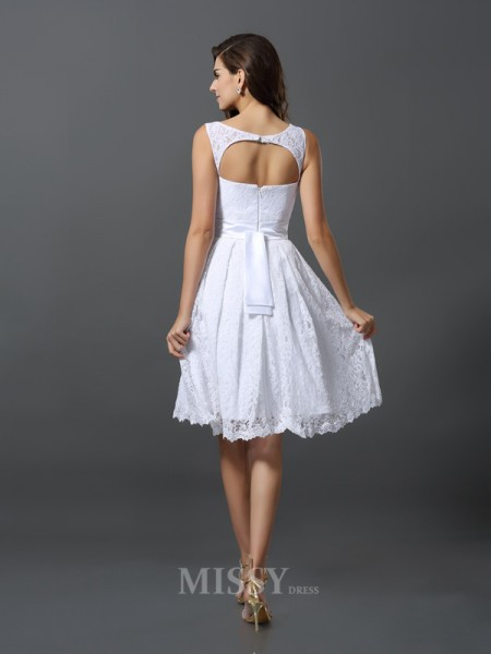 A-Line/Princess Scoop Knee-Length Lace Bridesmaid Dress With Ruffles