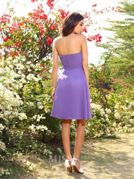 A-Line/Princess Chiffon Sweetheart Knee-Length Bridesmaid Dress With Lace