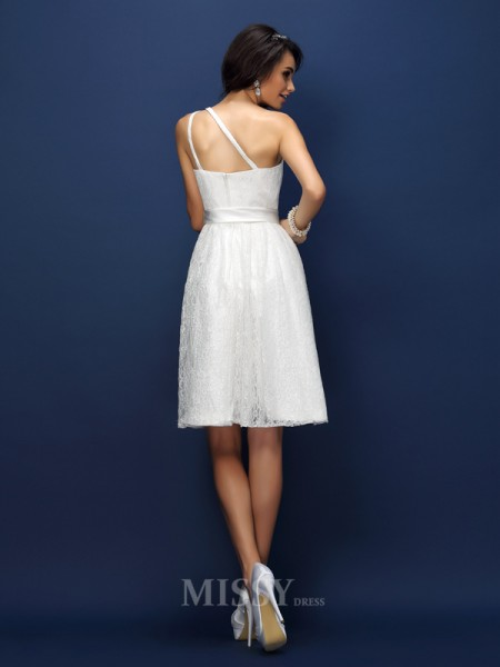 A-Line/Princess One-Shoulder Short/Mini Lace Bridesmaid Dress With Ruched Bowknot
