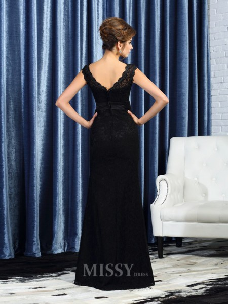 Sheath/Column Bateau Lace Floor-Length Mother Of The Bride Dress With Pleats Beading