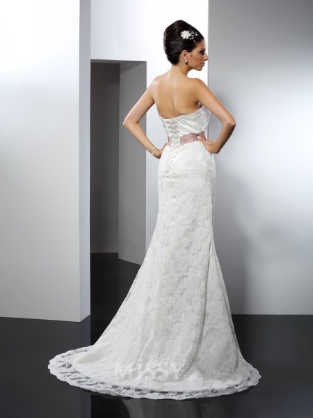 Trumpet/Mermaid Strapless Chapel Train Lace Wedding Dress With Applique