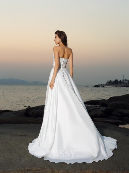 A-Line/Princess Taffeta Sweetheart Chapel Train Wedding Gown With Beading