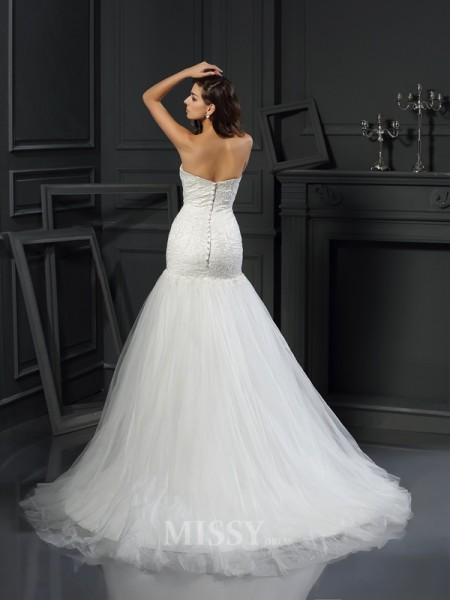 Trumpet/Mermaid Sweetheart Tulle Chapel Train Wedding Dress With Ruffles Applique