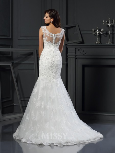 Trumpet/Mermaid Scoop Short Sleeves Tulle Chapel Train Wedding Dress With Ruffles Applique
