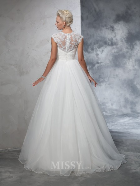 Ball Gown Sweetheart Tulle Sweep/Brush Train Wedding Gown With Beading Ruched