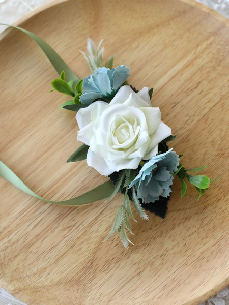 Beautiful Bridal Hand-tied Cloth Wrist Corsage