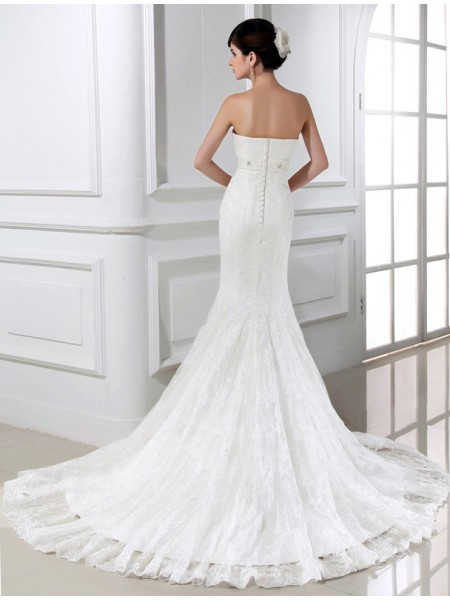 Trumpet/Mermaid Beading Lace Strapless Chapel Train Sleeveless Lace Tulle Wedding Dresses