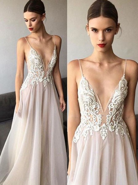 A-Line/Princess V-neck Sleeveless Sweep/Brush Train Spaghetti Straps Tulle Wedding Dresses With Lace