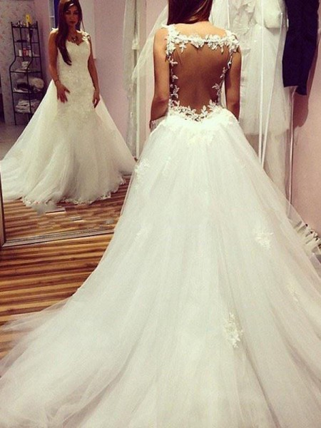 Ball Gown Tulle Sweetheart Applique Sleeveless Chapel Train Wedding Dresses