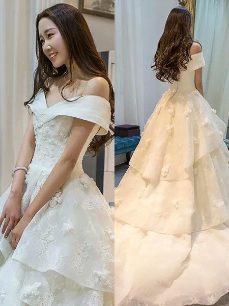 Ball Gown Tulle Off-the-Shoulder Sleeveless Court Train Wedding Dresses